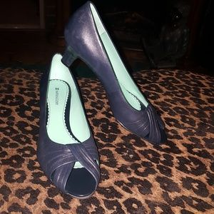 Naturalizer navy  blue leather heel  size 9.5 M